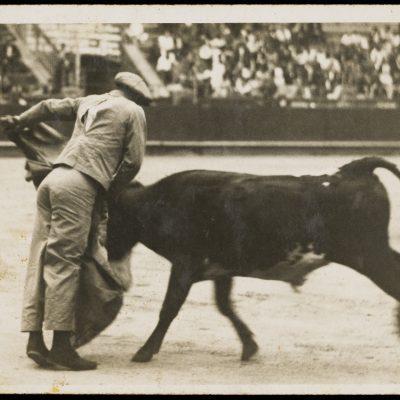 Mariano Alós realitzant una verònica, toros