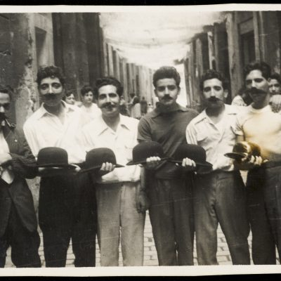 Retrat de grup d'homes a la festa major