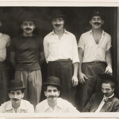 Homes disfressats a la festa major