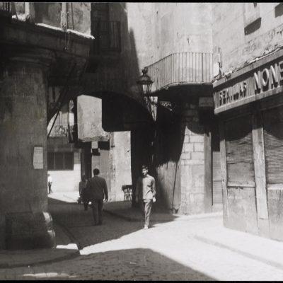 Botiga de llavors Nonell al carrer de les Caputxes